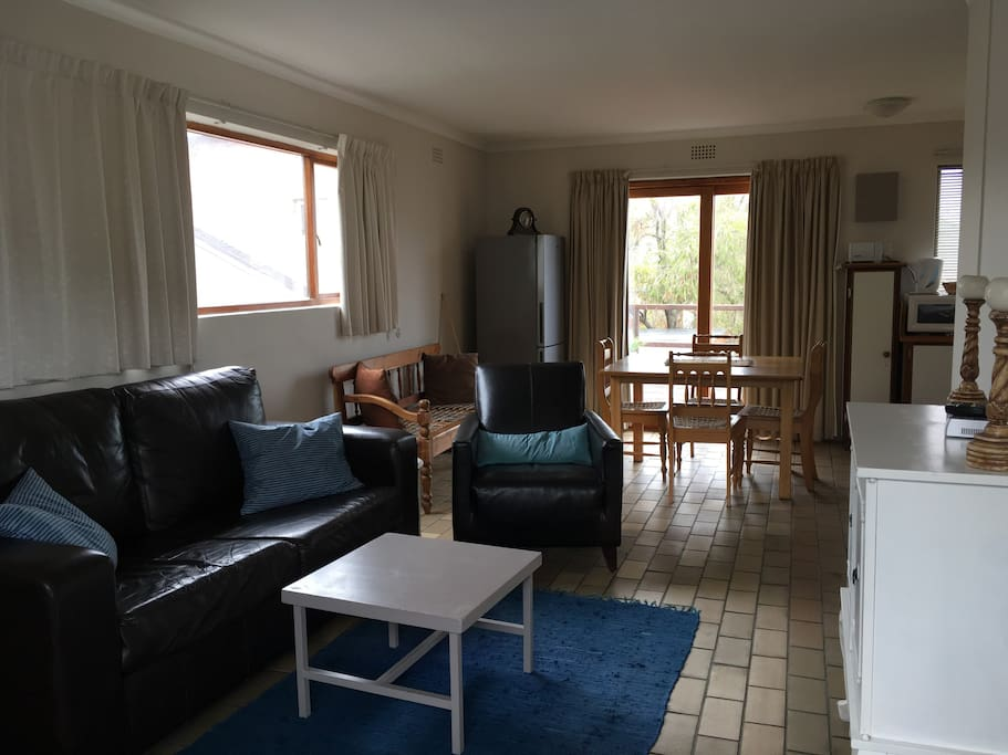 Open plan living area & kitchen