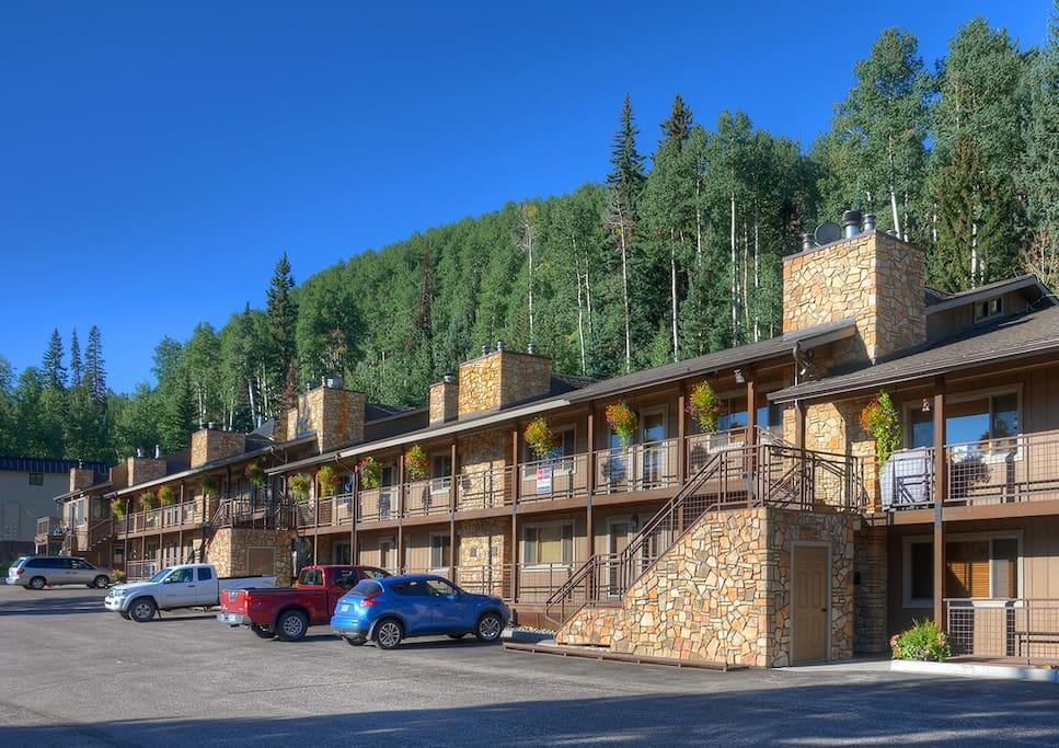 Front of Condos and Free Parking