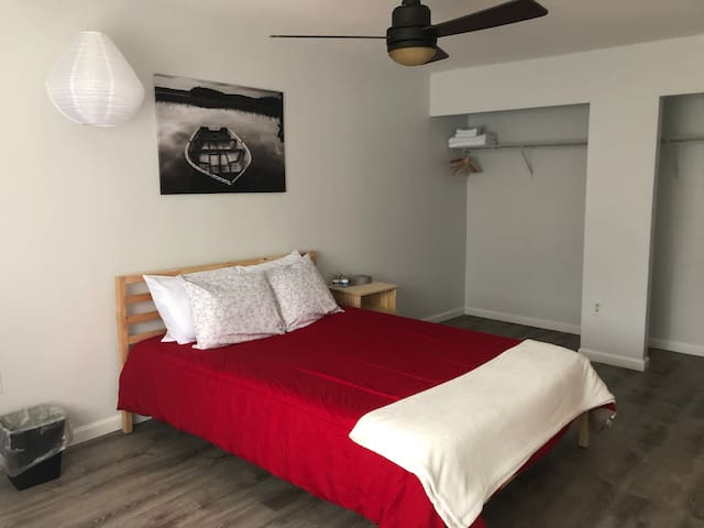 Master suite in Kensington/ W private bath