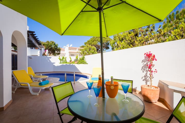 VDL, private pool, wifi, sleeps 8