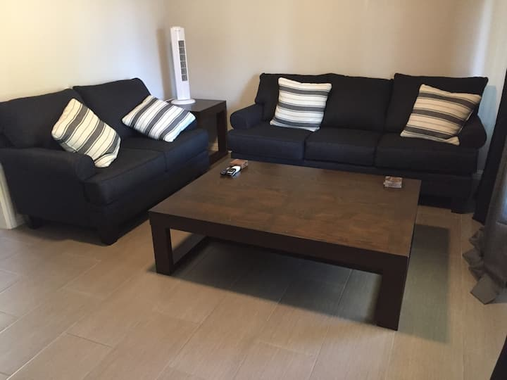 Great location 2Br guest house-walk to SB bowl.