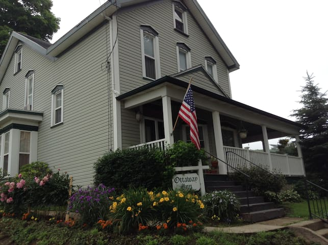 The Ottaway Inn is a Historical Bed and Breakfast