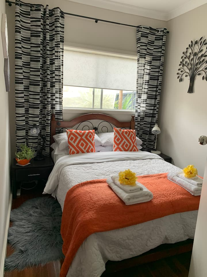Cottage in The Grove - Cosy Double and Twin Rooms