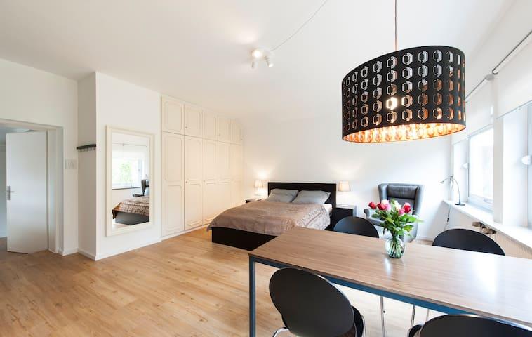 Stilvolles 1-Zimmer-Apartment mit Blick ins Grüne - Bayreuth - Appartement