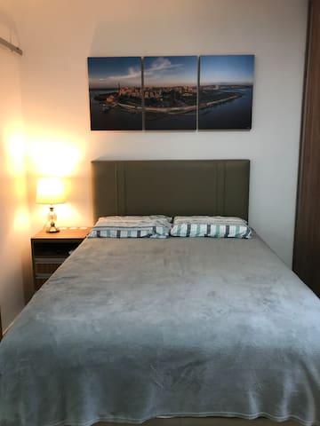 Cama baú com confortável colchão ortobom.