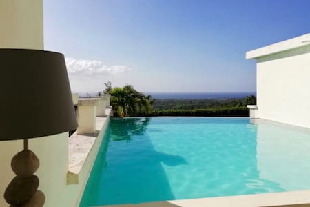 Atypical place*Big infinity pool*Separate kitchen