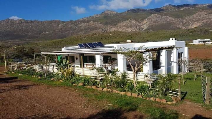 R62 SolarFarm Montagu - Spekboom Eco Guest Cottage
