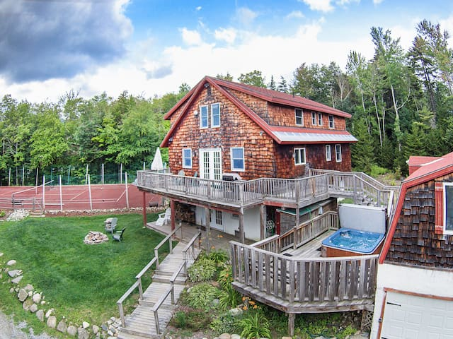 Perfect 7 Br. Mt. Snow Getaway with Hot Tub
