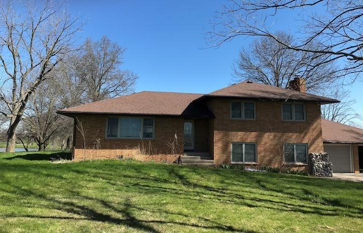 Northern Missouri Farmhouse - Hunting Lodge