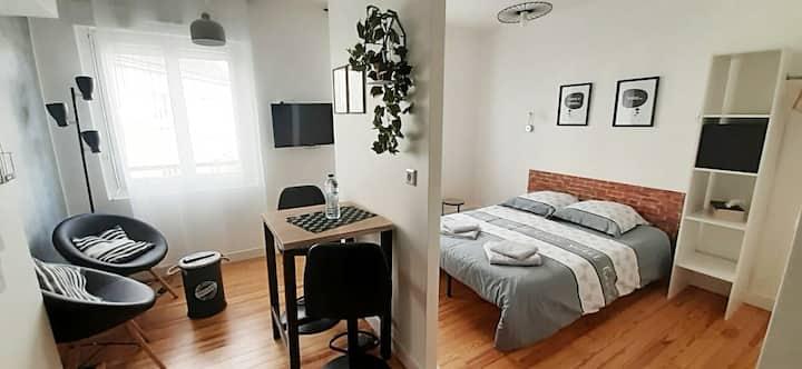 """Studio cosy """"moderne"""" Lorient Centre-sur cour"""