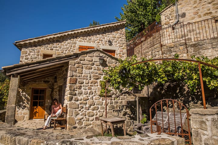 Le Castel pour 6 personnes - piscine & sauna privé