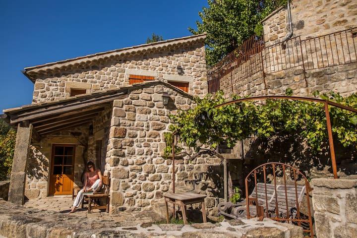 Le Castel - Piscine chauffée, sauna, terrasses ...