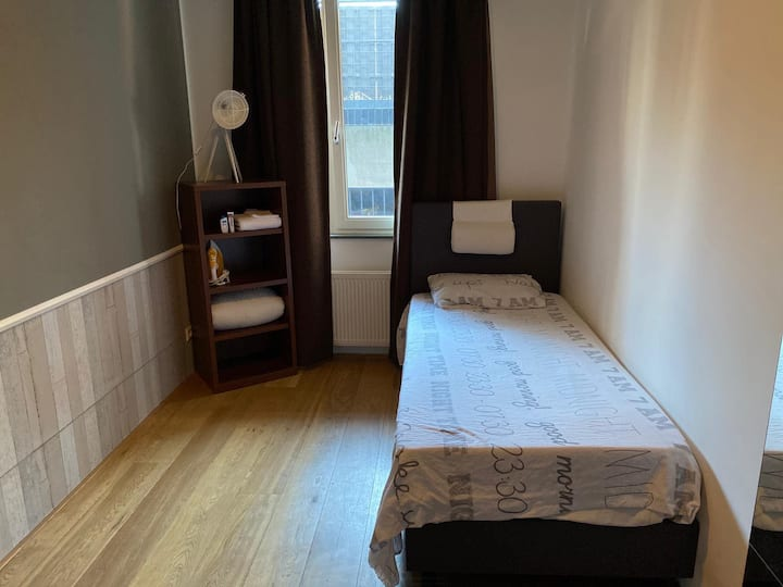 Private room (female only!) in a shared apartment