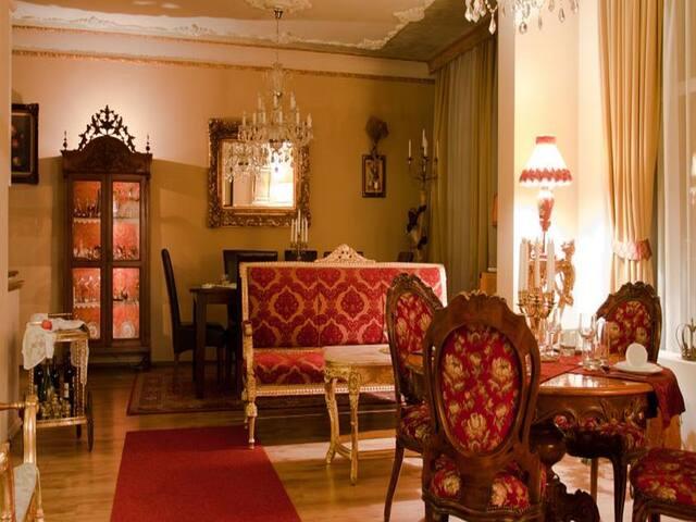 VILLA ROCOCO -  Royal place