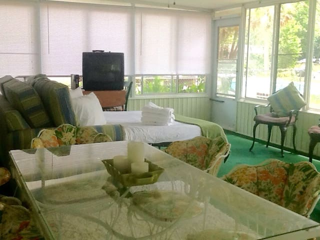 Modest Florida Room - Fernandina Beach - บ้าน