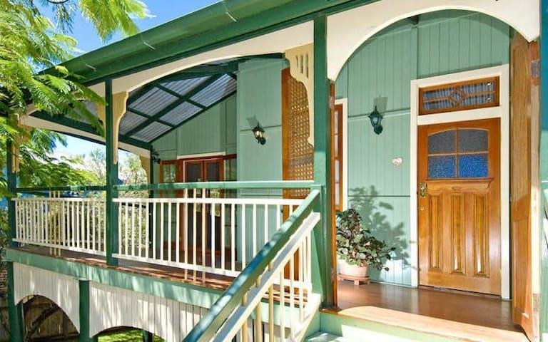 5bdrm Home by the Bay w/pool - Wynnum - Rumah