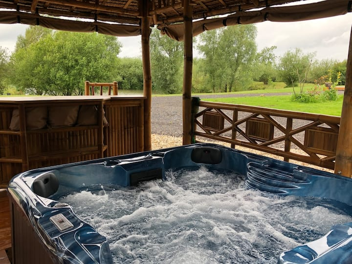 Ashlea Lakeside Retreat - The Lodge with Hot tub.