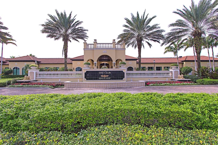 Close to Pool, Beaches,  Golf and downtown Naples