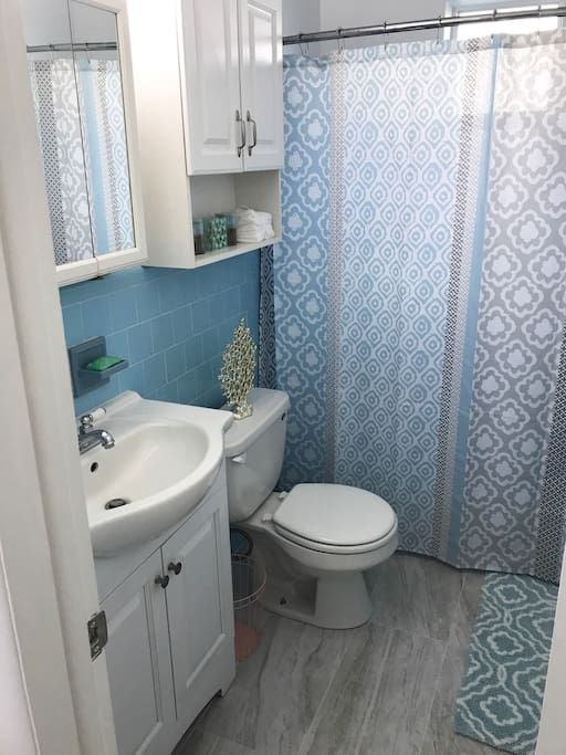 Beachy bathroom :)