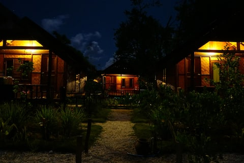 Maryan Moyo Bungalows Bar & Resto