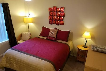 Private Room and Bathroom - Tallahassee - Appartement