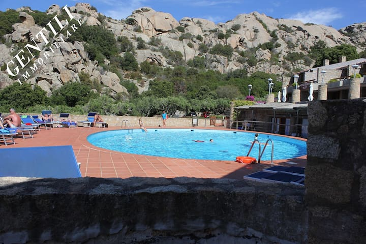 Baja Sardinia bel appartamento con piscina LC-55 - Baja Sardinia - Apartemen
