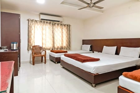 Family Room for 4 @Hotel Maheshwari Avenue, Ujjain