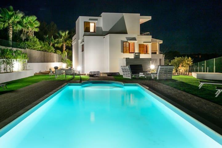Great Villa in Cap Martinet (Talamanca)