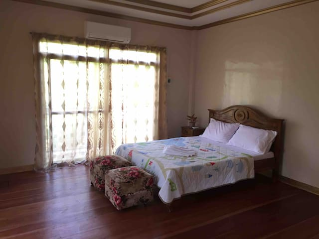 Anania's Residence (Private Room w/Queen Size Bed)
