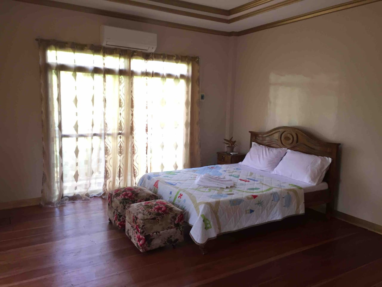 1 Queen-size Bed, fully air-conditioned room