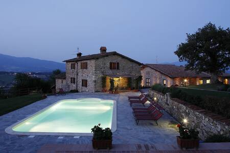 Holiday Villa with heated pool  - Poppi