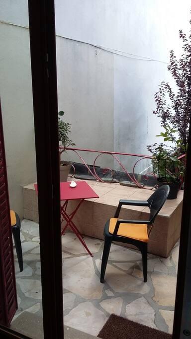petit coin terrasse pour déjeuner