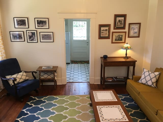 Swallowtail Guest Cottage - Midtown