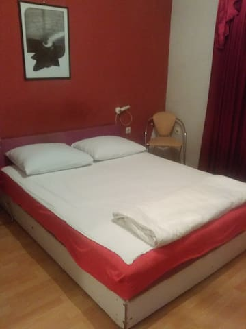 cozy room in a quiet and safe neighborhood - Skopje - Wohnung