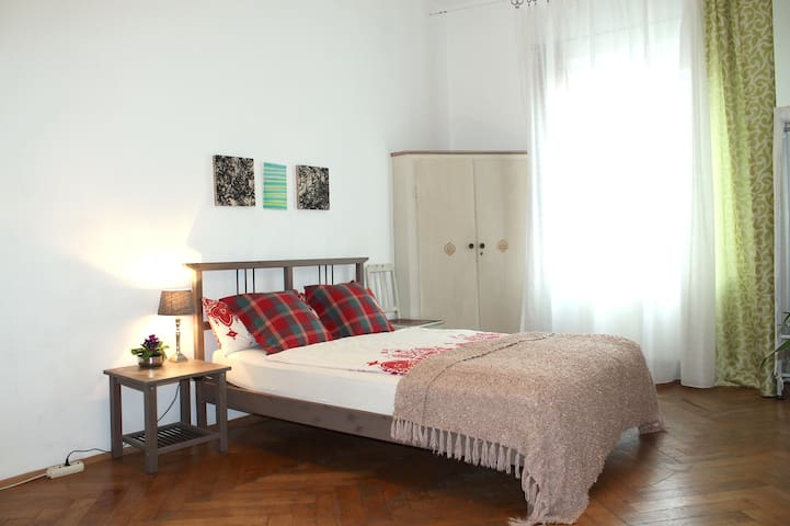 Nice room, nearby  Central Station - München - Leilighet