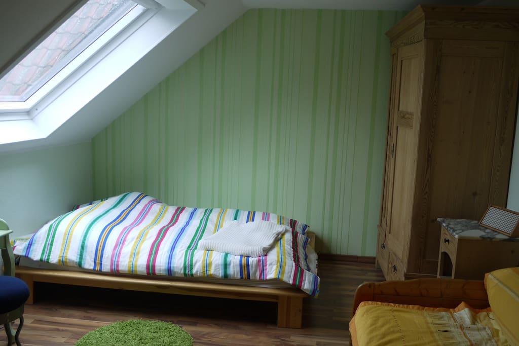 Schlafzimmer, großes Bett