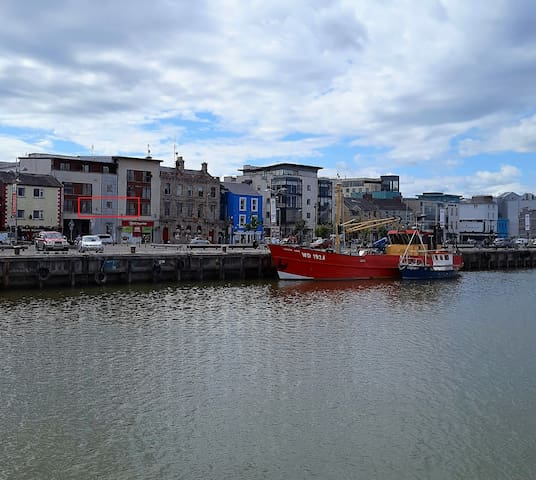 Central Modern Apartment overlooking the Quay - Wexford