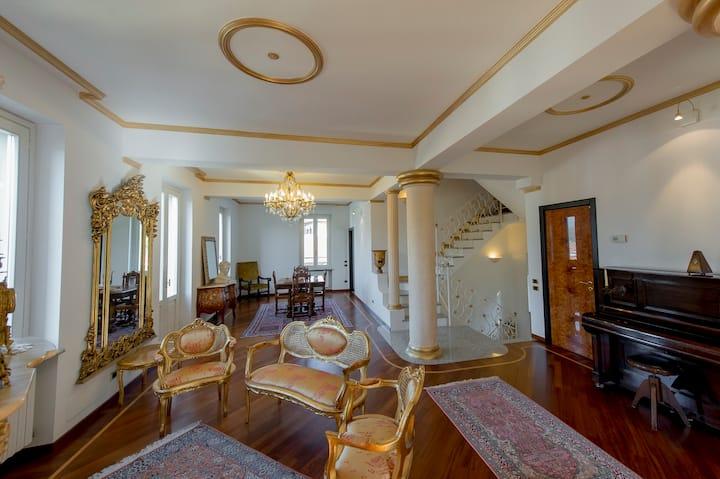 Camera familiare in Villa con bagno privato