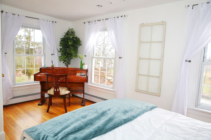 Sleep in luxury + hot tub- Near Woodbury Commons - Monroe - Hus