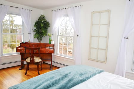 Sleep in luxury + hot tub- Near Woodbury Commons - Monroe - Rumah