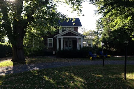 1880's Historic Home, Walk to All! - Bellport