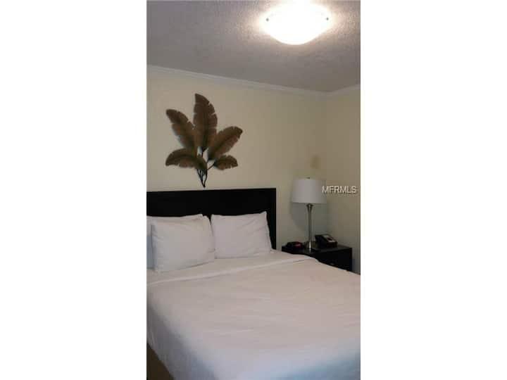 Ocean Front  Hotel,  1 bd-rm suite