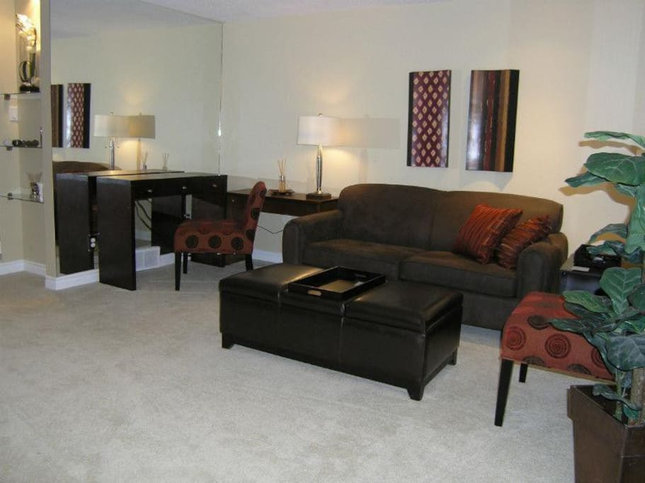 Beautifully decorated & spacious living room