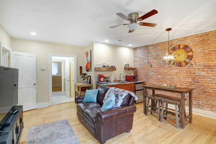 Charming Downtown Galena Apartment