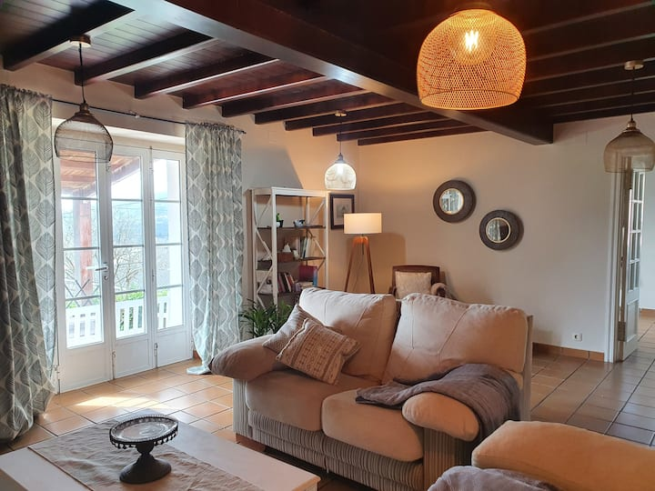 Preciosa casa rural con jardín y porche