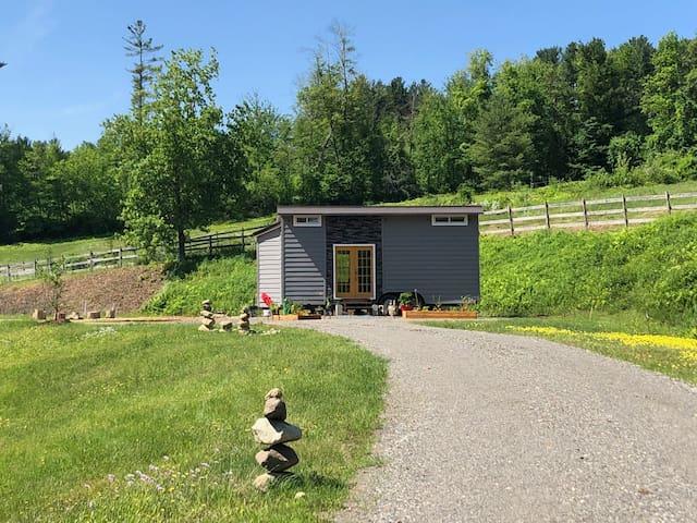 Cozy & Comfy Tiny House, HeartStorm Farmstead