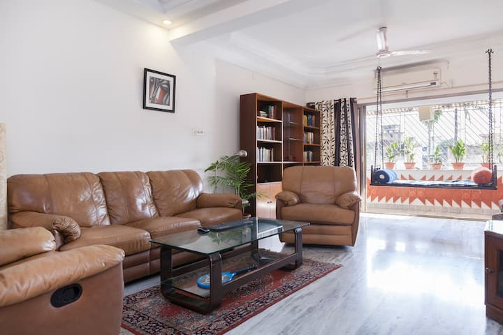 Quiet home in Ballygunge, fast WiFi