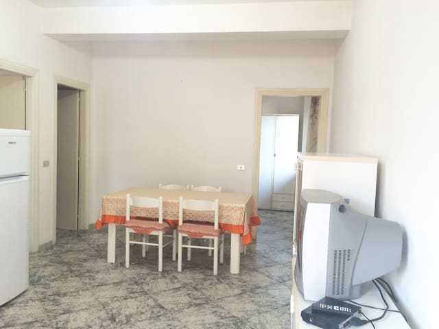 Appartamento In Villa Al Mare - ฟอนดิ - อพาร์ทเมนท์