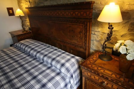 Beautiful room in Farmhouse - Monte San Pietro