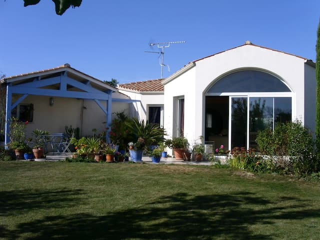 Lovely villa with garden - Marsilly - Villa